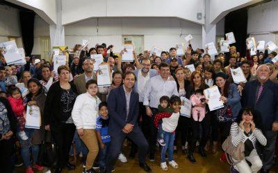 Omar De Marchi entregó 59 viviendas en Perdriel