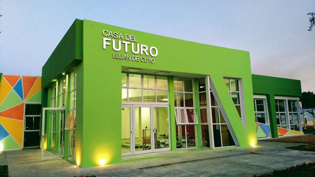 La Casa del Futuro potencia las ideas de los jóvenes lujaninos