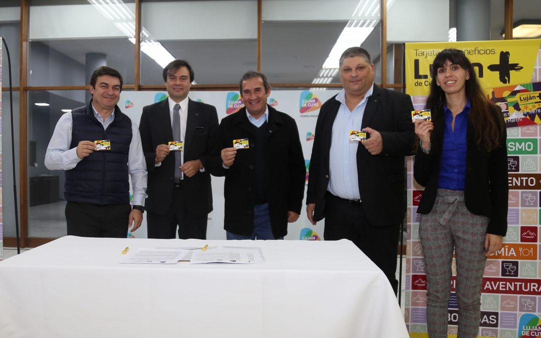 De Marchi firmó un convenio de colaboración con el Colegio de Licenciados en Administración de Mendoza