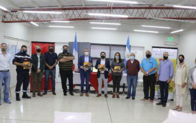 """Luján de Cuyo presentó el libro """"Dos amigos por un sueño"""": la historia de los Bomberos Voluntarios del departamento"""