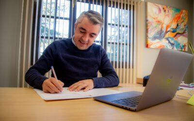 Bragagnolo firmó un convenio con la DGE para brindar conectividad de internet gratuita a los alumnos