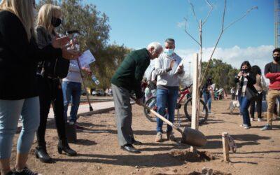 Familias lujaninas plantaron árboles en el Nuevo Parque Ferri